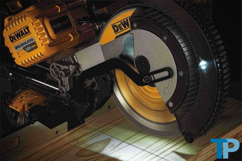 DEWALT DHS790AT2 Compound Sliding Miter Saw