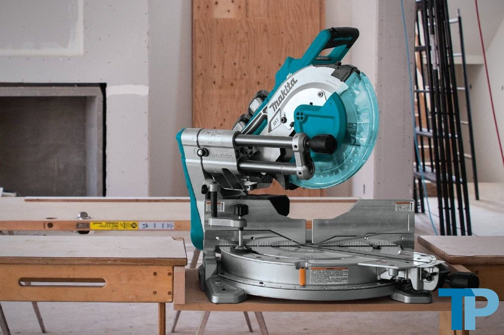 Makita XSL06PT 18V Compound Miter Saw