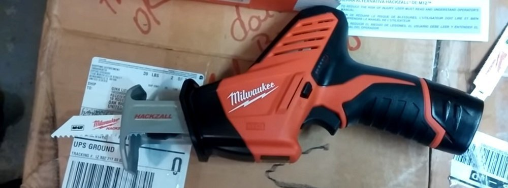 Milwaukee M12 2420-20 vs BLACK+DECKER BDCR20B